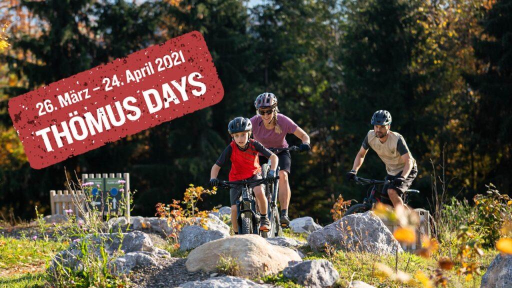 Familie beim Fahrradfahren im Swiss Bike Park
